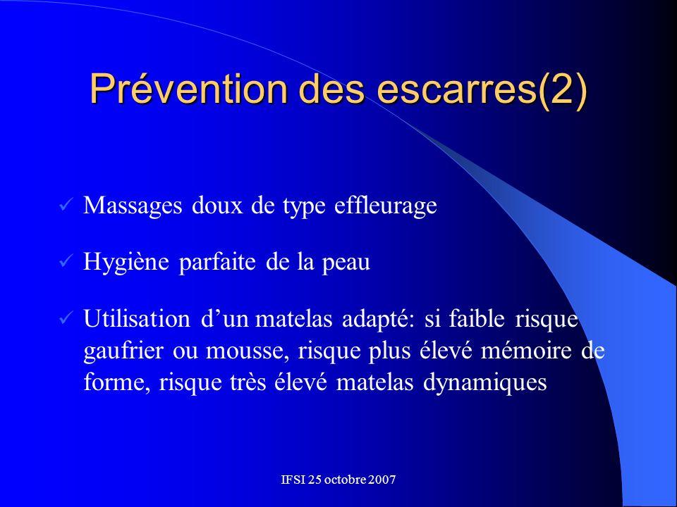 Prévention des escarres(2) Massages doux de type effleurage Hygiène parfaite de la peau Utilisation dun matelas adapté: si faible risque gaufrier ou m