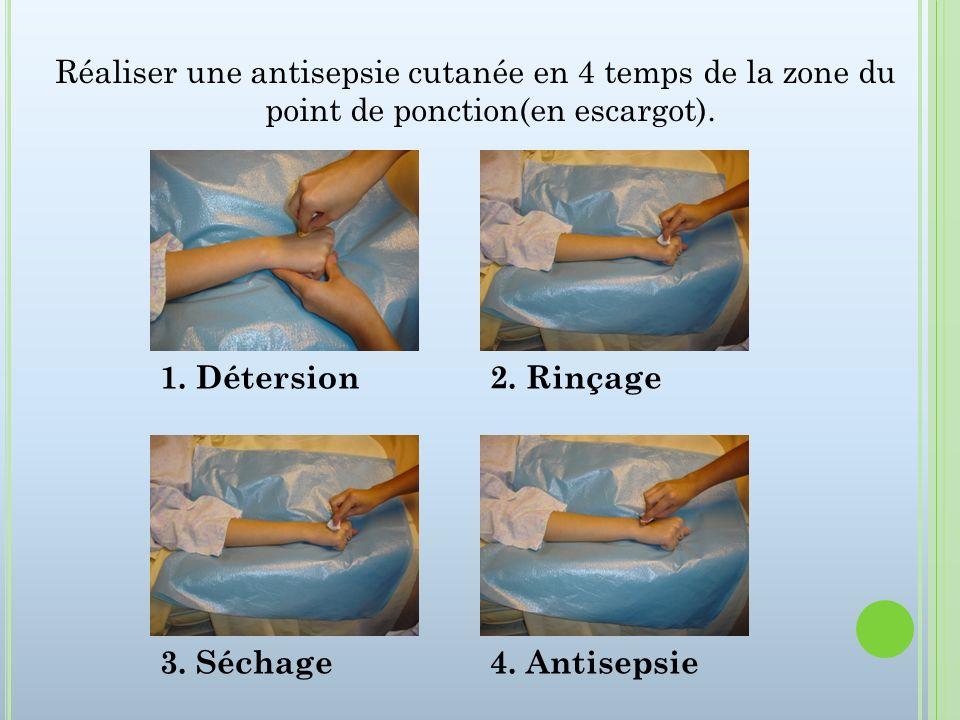 Réaliser une antisepsie cutanée en 4 temps de la zone du point de ponction(en escargot). 1. Détersion2. Rinçage 3. Séchage4. Antisepsie