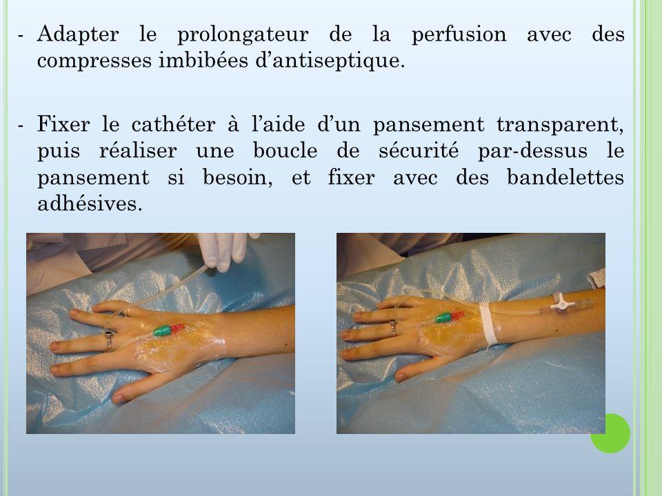 -Adapter le prolongateur de la perfusion avec des compresses imbibées dantiseptique. - Fixer le cathéter à laide dun pansement transparent, puis réali