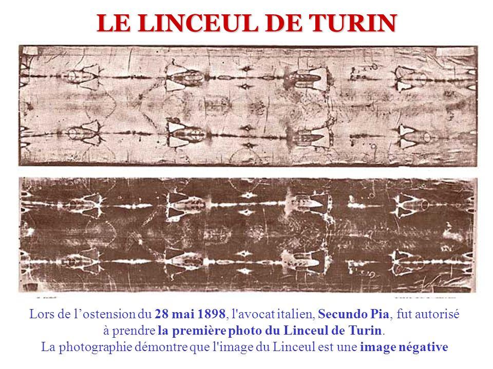LE LINCEUL DE TURIN Lors de lostension du 28 mai 1898, l'avocat italien, Secundo Pia, fut autorisé à prendre la première photo du Linceul de Turin. La
