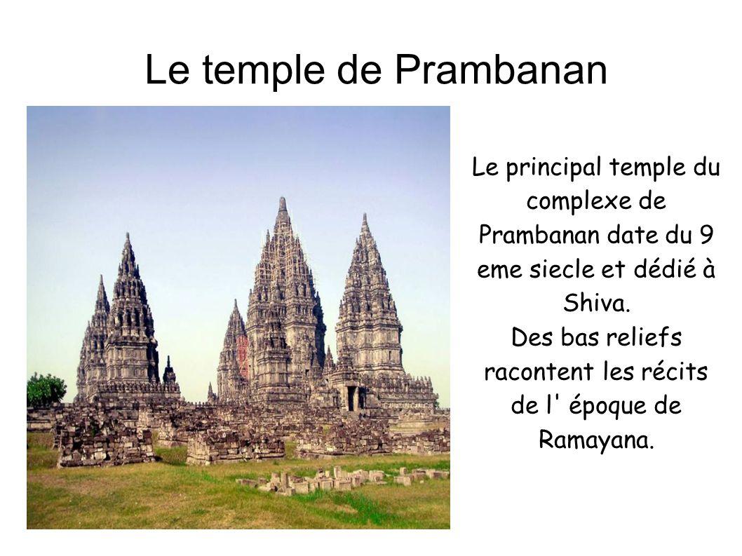Le temple de Prambanan Le principal temple du complexe de Prambanan date du 9 eme siecle et dédié à Shiva. Des bas reliefs racontent les récits de l'