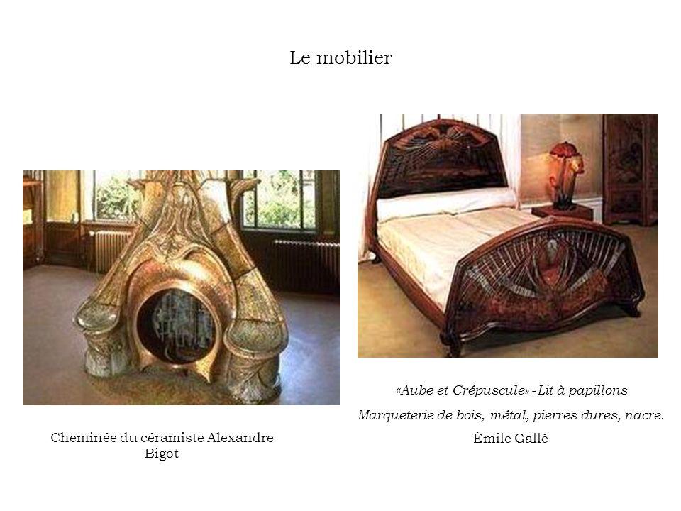 Le mobilier Cheminée du céramiste Alexandre Bigot « Aube et Crépuscule» - Lit à papillons Marqueterie de bois, métal, pierres dures, nacre. Émile Gall