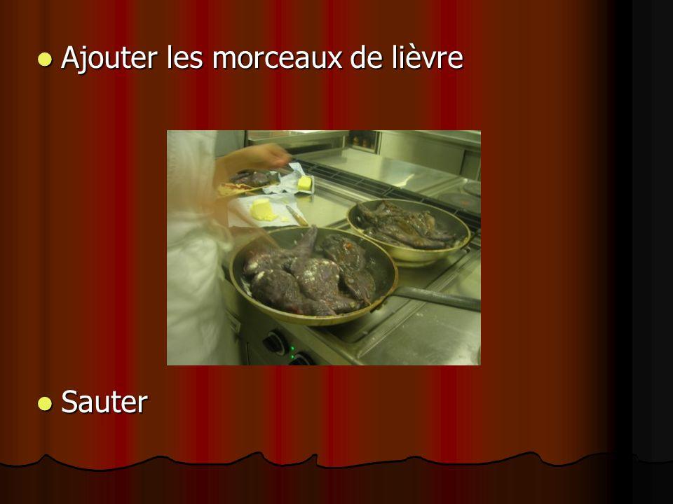 Ajouter les morceaux de lièvre Ajouter les morceaux de lièvre Sauter Sauter