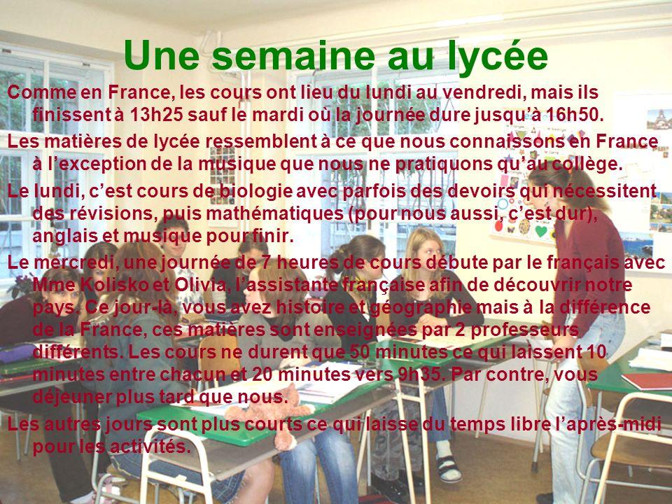 Une semaine au lycée Comme en France, les cours ont lieu du lundi au vendredi, mais ils finissent à 13h25 sauf le mardi où la journée dure jusquà 16h50.
