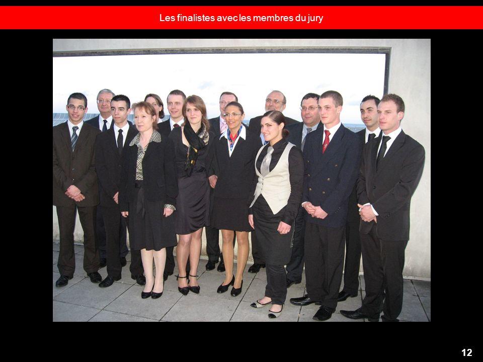 Les finalistes avec les membres du jury 12
