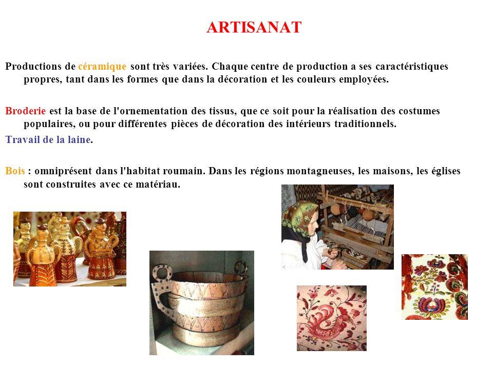 ARTISANAT Productions de céramique sont très variées. Chaque centre de production a ses caractéristiques propres, tant dans les formes que dans la déc