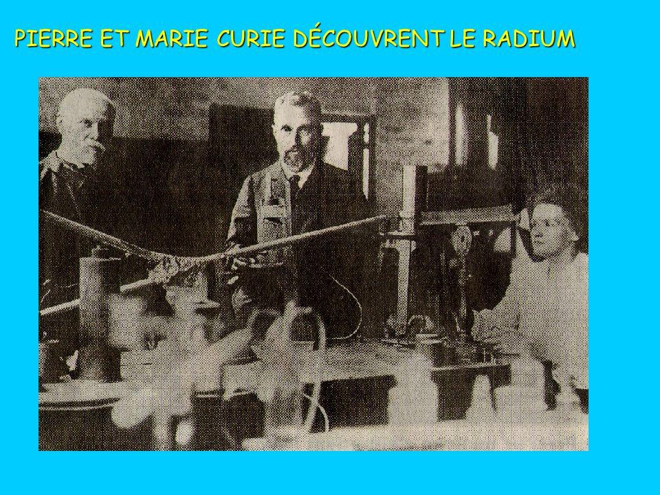 LA DECROISSANCE RADIOACTIVE 100 % 50 % TEMPS % de radioactivité PERIODE (demi-vie) Quelques périodes: