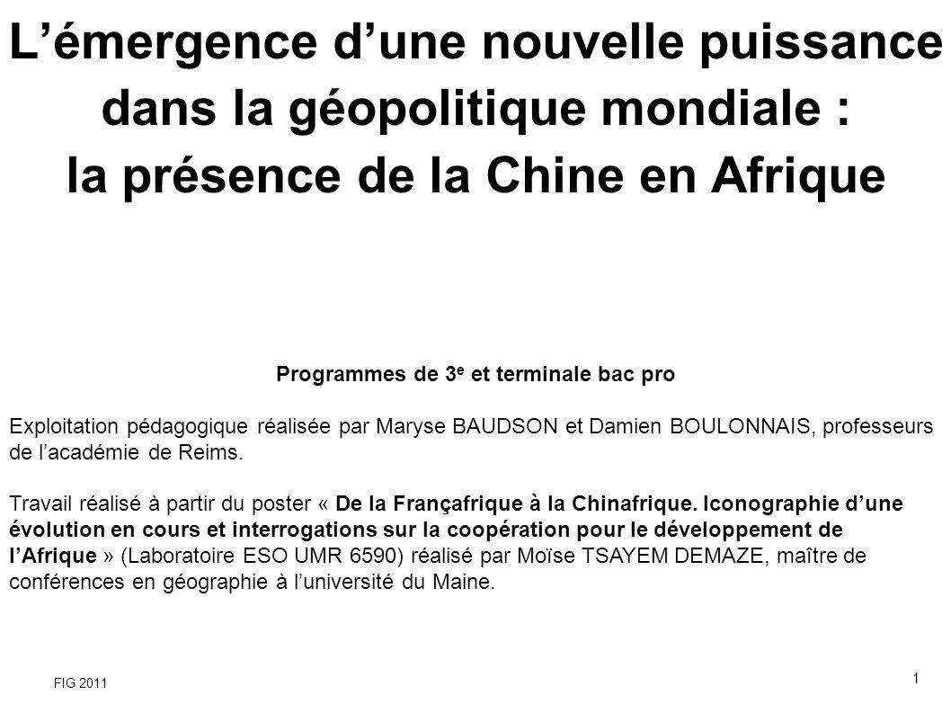 Quand la Chinafrique surclasse la Françafrique « Photo de famille » du sommet Chine-Afrique de novembre 2006 à Pékin (Photo : AFP) - Multiplication par 50 du commerce entre la Chine et lAfrique entre 1980 et 2005 - Depuis 2009, la Chine est le deuxième partenaire commercial de lAfrique (après les USA et la France) - Le volume des échanges sino-africains est plus du double des échanges franco-africains - L Afrique compte entre 750 000 et 1 100 000 Chinois (110 000 Français) - 33 % des importations pétrolières chinoises viennent dAfrique 12 FIG 2011 Extrait du poster