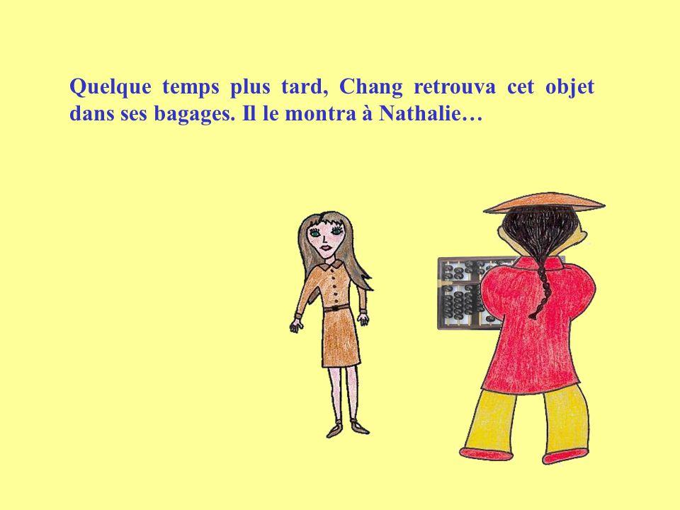 Quelque temps plus tard, Chang retrouva cet objet dans ses bagages. Il le montra à Nathalie…