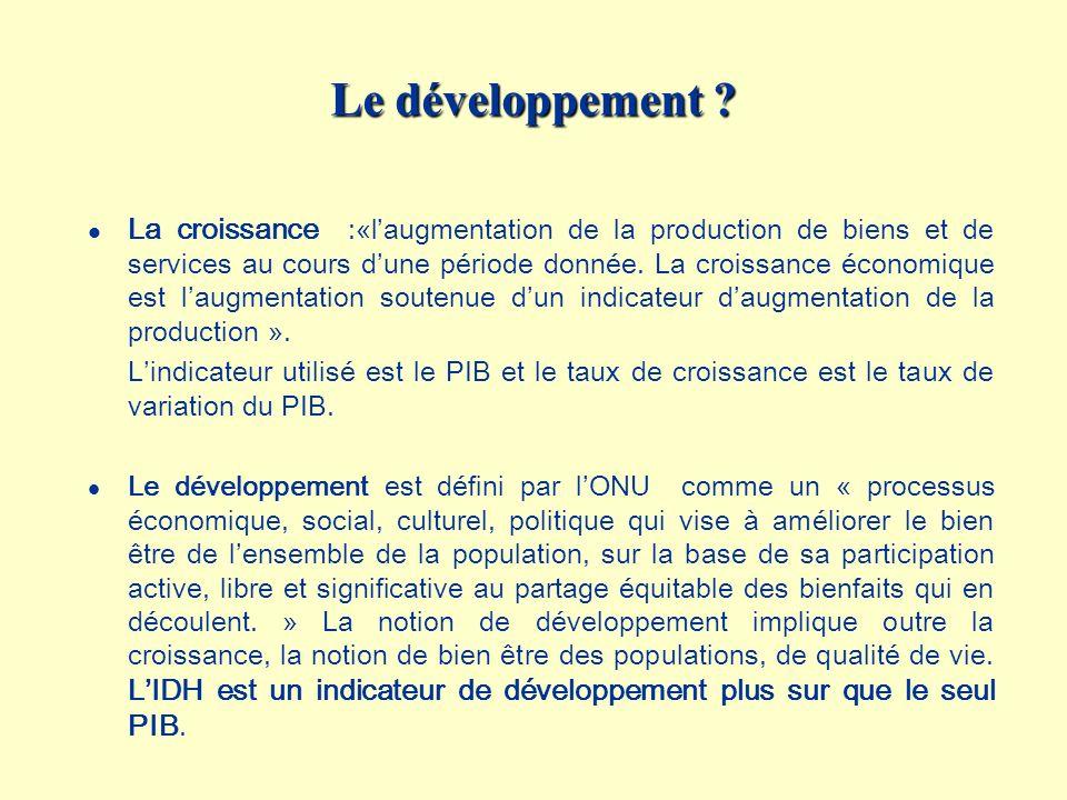 Le développement ? l La croissance :«laugmentation de la production de biens et de services au cours dune période donnée. La croissance économique est