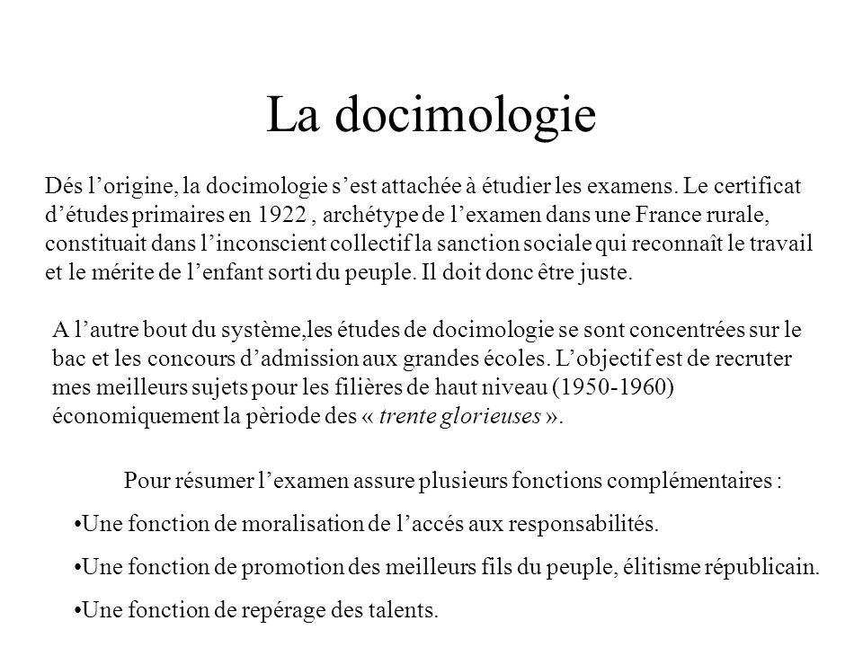 La docimologie Dés lorigine, la docimologie sest attachée à étudier les examens. Le certificat détudes primaires en 1922, archétype de lexamen dans un