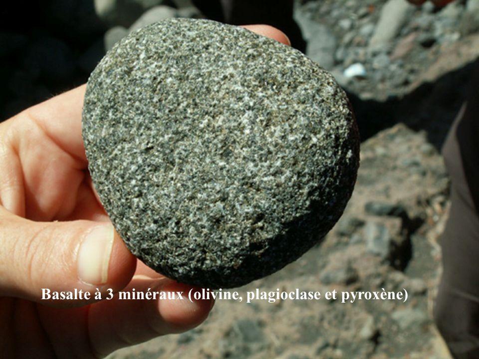 Basalte à 3 minéraux (olivine, plagioclase et pyroxène)