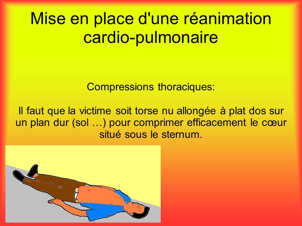 Mise en place d une réanimation cardio-pulmonaire Compressions thoraciques: Il faut que la victime soit torse nu allongée à plat dos sur un plan dur (sol …) pour comprimer efficacement le cœur situé sous le sternum.