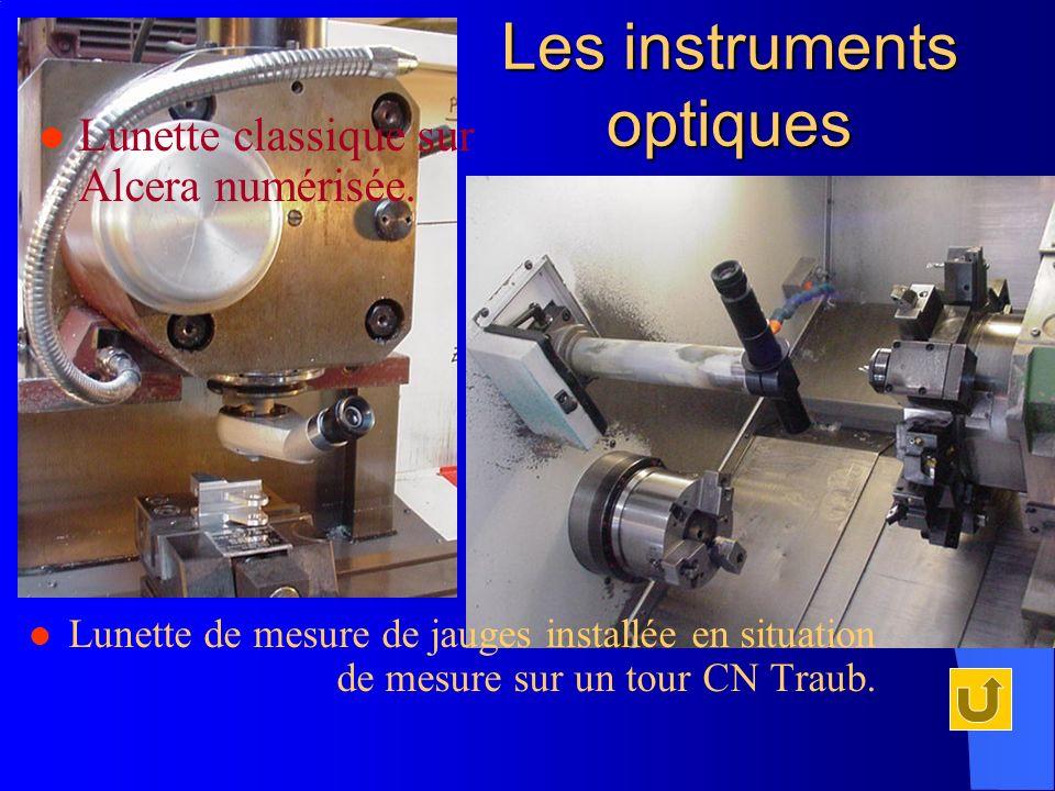 Lunette de mesure de jauges installée en situation de mesure sur un tour CN Traub. Les instruments optiques Lunette classique sur Alcera numérisée.