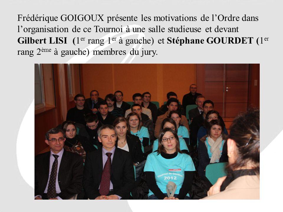 Frédérique GOIGOUX présente les motivations de lOrdre dans lorganisation de ce Tournoi à une salle studieuse et devant Gilbert LISI (1 er rang 1 er à