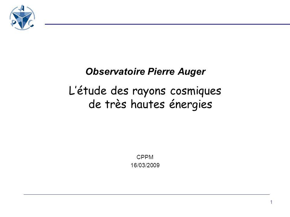 Etude des rayons cosmiques autour de 10 20 eV Evénements extrêmement rares Etat des connaissances en 1995 ~20 événements au-dessus de 10 20 eV 6 expériences avec chacune quelques événements détect é s 2 expériences en désaccord sur le spectre en énergie … avec 2 techniques de détection différentes => Détecteur géant avec 2 techniques de détection : * réseau de surface : coupe transversale de la gerbe * détecteur de fluorescence : développement longitudinal de la gerbe Paramètres à mesurer : Direction, Energie, Nature