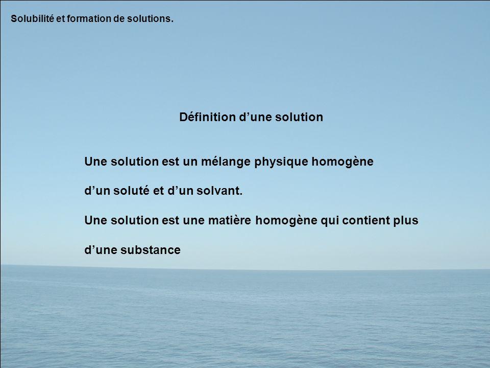 Définition dune solution Une solution est un mélange physique homogène dun soluté et dun solvant. Une solution est une matière homogène qui contient p