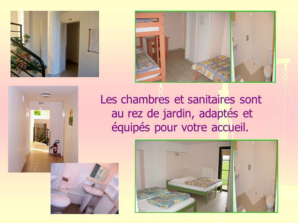 Les chambres et sanitaires sont au rez de jardin, adaptés et équipés pour votre accueil.