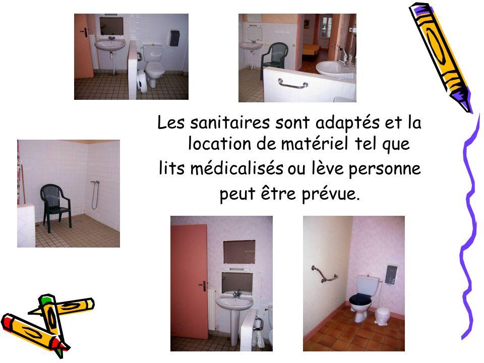 Les sanitaires sont adaptés et la location de matériel tel que lits médicalisés ou lève personne peut être prévue.