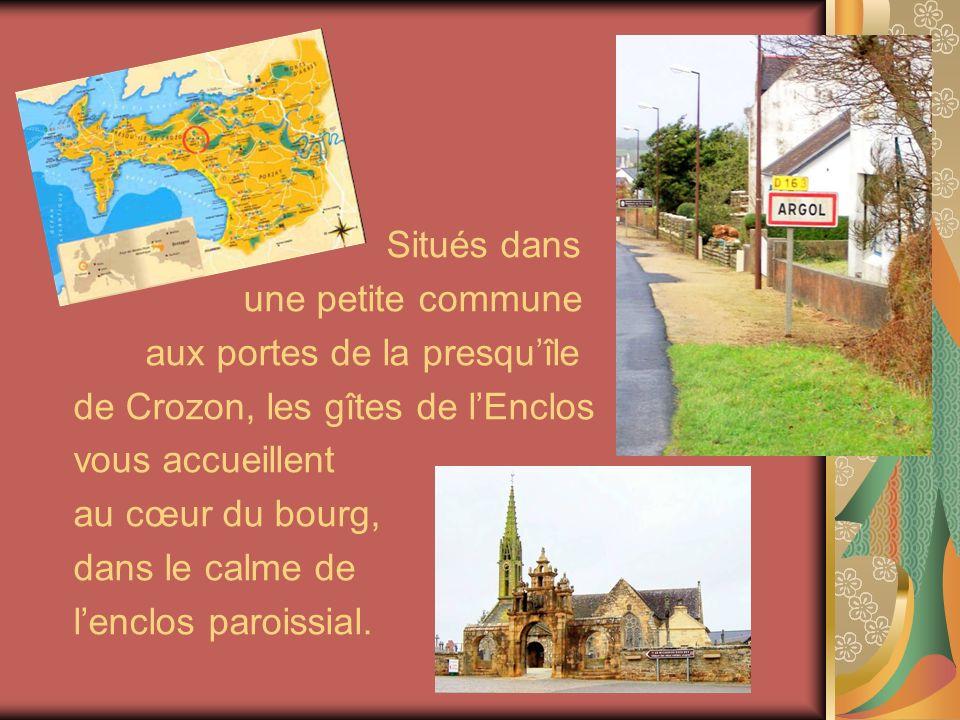 Situés dans une petite commune aux portes de la presquîle de Crozon, les gîtes de lEnclos vous accueillent au cœur du bourg, dans le calme de lenclos