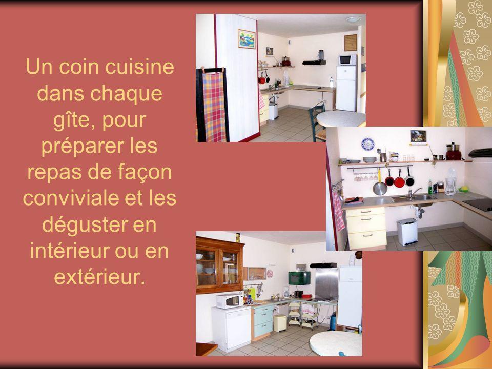 Un coin cuisine dans chaque gîte, pour préparer les repas de façon conviviale et les déguster en intérieur ou en extérieur.