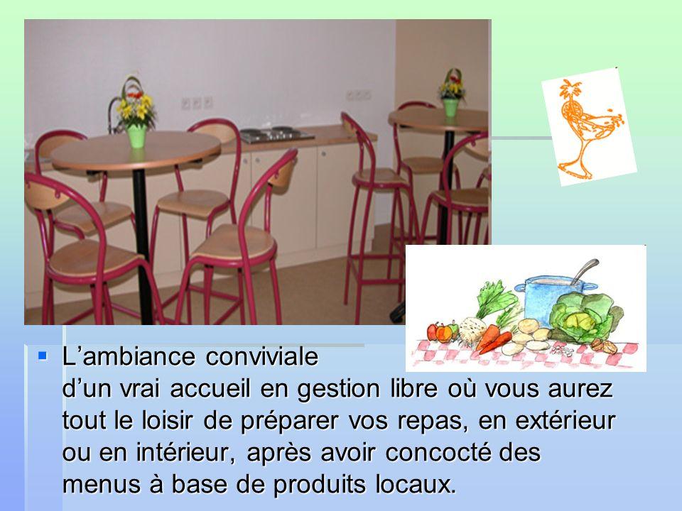 Lambiance conviviale dun vrai accueil en gestion libre où vous aurez tout le loisir de préparer vos repas, en extérieur ou en intérieur, après avoir concocté des menus à base de produits locaux.