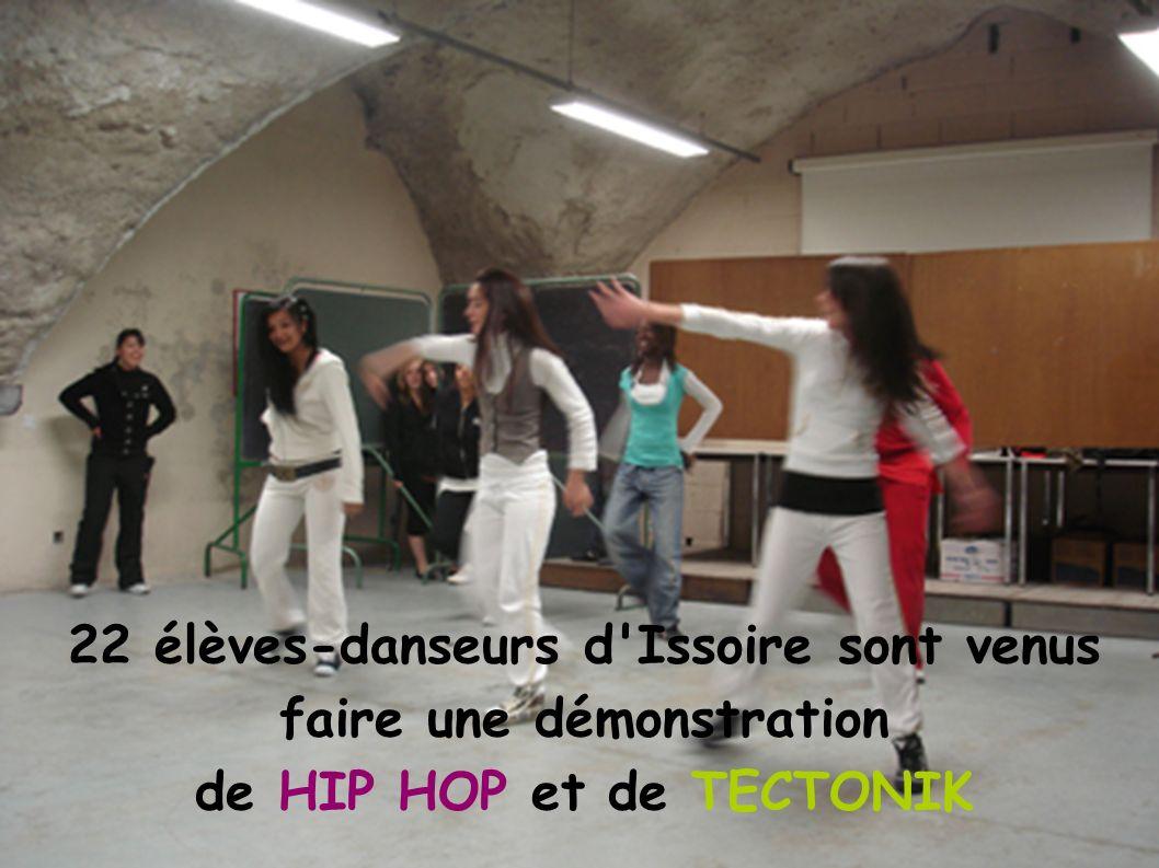22 élèves-danseurs d'Issoire sont venus faire une démonstration de HIP HOP et de TECTONIK