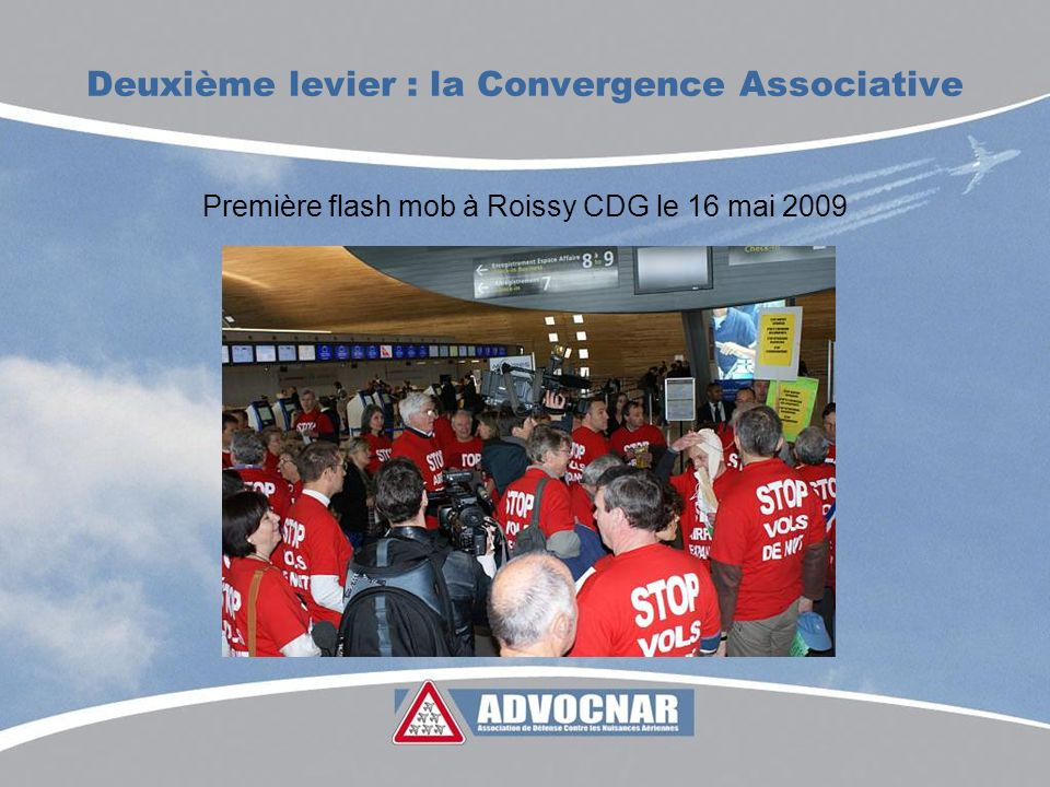 Deuxième levier : la Convergence Associative Première flash mob à Roissy CDG le 16 mai 2009