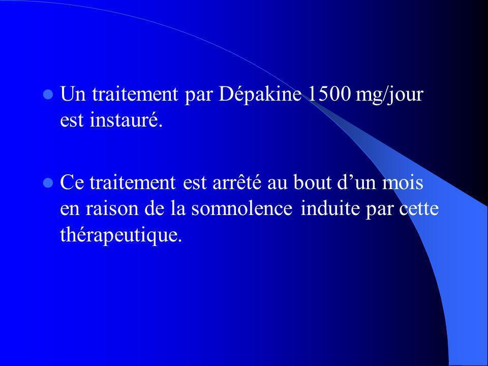 Un traitement par Dépakine 1500 mg/jour est instauré.
