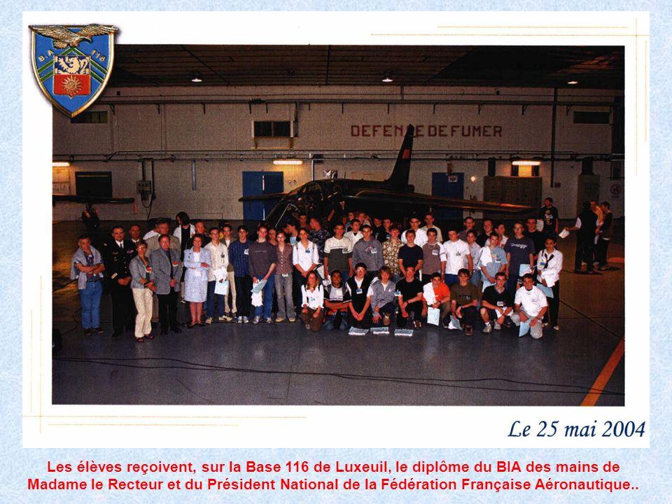 1994-2004 les 10 ans du CIRAS Les élèves reçoivent, sur la Base 116 de Luxeuil, le diplôme du BIA des mains de Madame le Recteur et du Président Natio