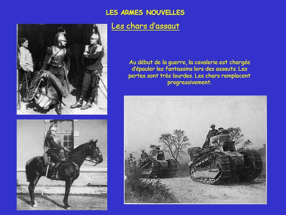 LES ARMES NOUVELLES Les chars dassaut Au début de la guerre, la cavalerie est chargée dépauler les fantassins lors des assauts. Les pertes sont très l