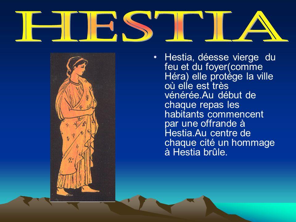 Hestia, déesse vierge du feu et du foyer(comme Héra) elle protége la ville où elle est très vénérée.Au début de chaque repas les habitants commencent
