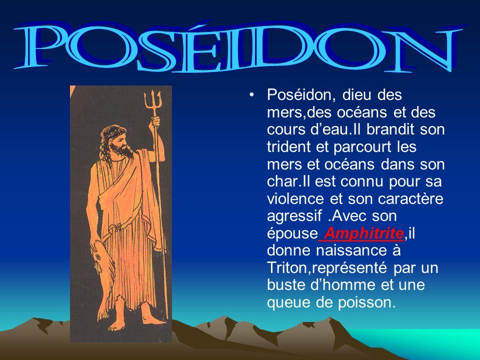 Poséidon, dieu des mers,des océans et des cours deau.Il brandit son trident et parcourt les mers et océans dans son char.Il est connu pour sa violence