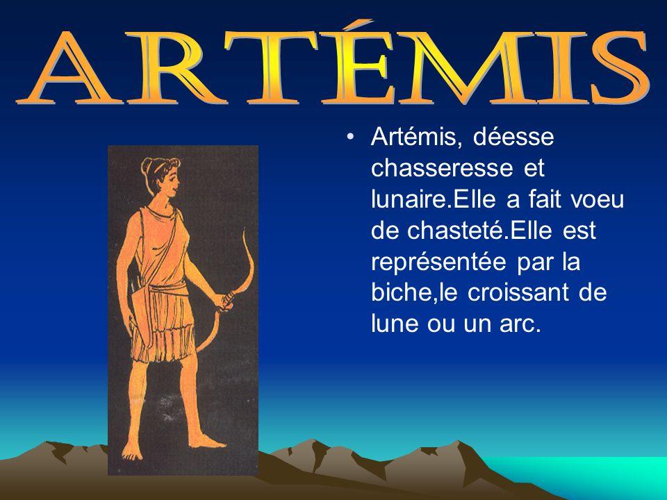 Artémis, déesse chasseresse et lunaire.Elle a fait voeu de chasteté.Elle est représentée par la biche,le croissant de lune ou un arc.