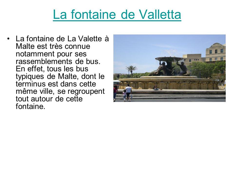 La fontaine de Valletta La fontaine de La Valette à Malte est très connue notamment pour ses rassemblements de bus. En effet, tous les bus typiques de