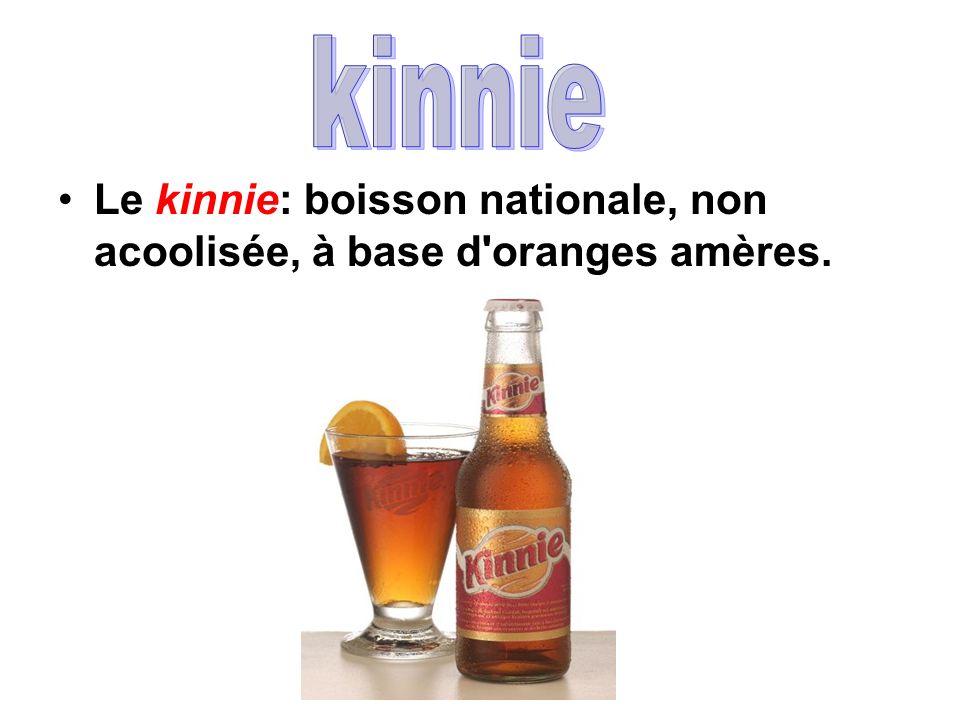 Le kinnie: boisson nationale, non acoolisée, à base d'oranges amères.