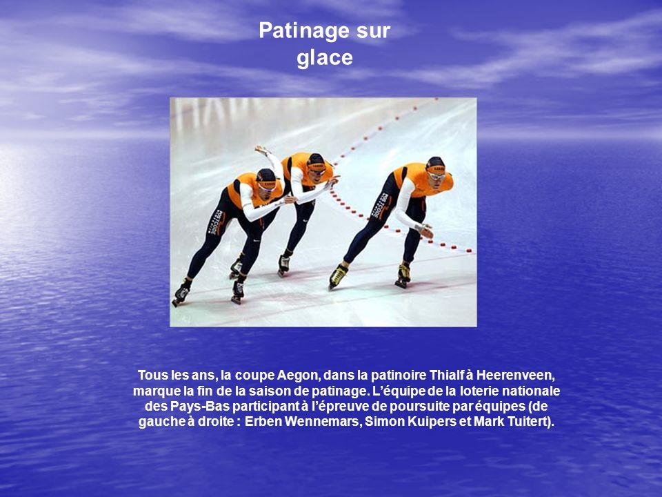 Patinage sur glace Tous les ans, la coupe Aegon, dans la patinoire Thialf à Heerenveen, marque la fin de la saison de patinage. Léquipe de la loterie