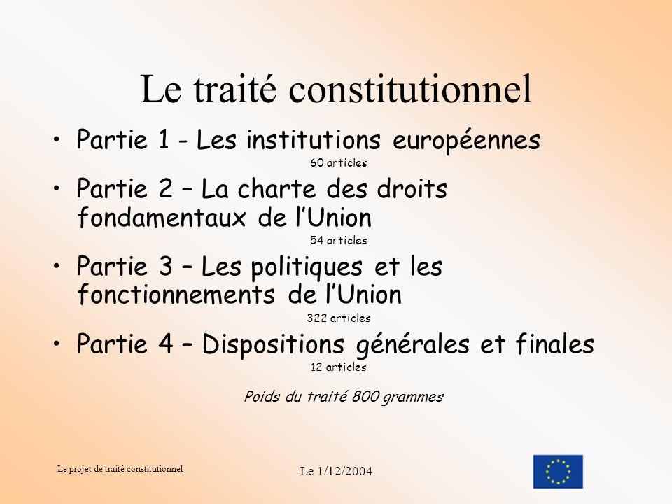Le projet de traité constitutionnel Le 1/12/2004 Sa composition Son rôle Lors de sa réunion de Laeken, en décembre 2001, le Conseil européen a présenté la convocation d une Convention comme méthode retenue pour mener à bien la réforme.