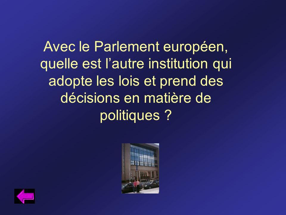 Avec le Parlement européen, quelle est lautre institution qui adopte les lois et prend des décisions en matière de politiques ?