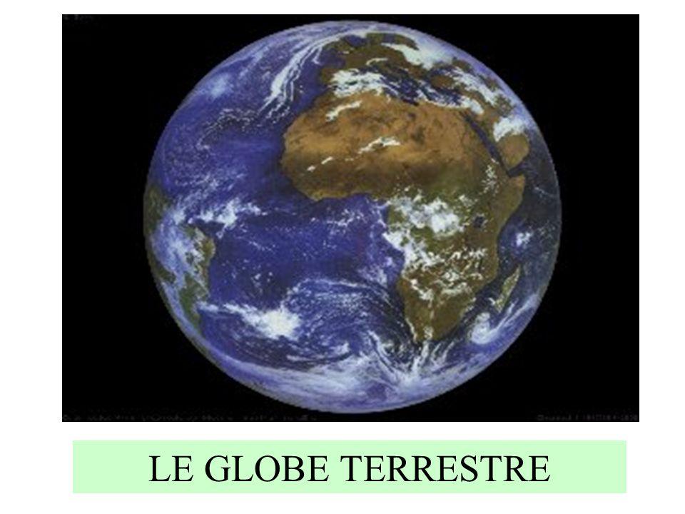 La terre vue de lespace Voici une photo de la terre prise dans lespace.
