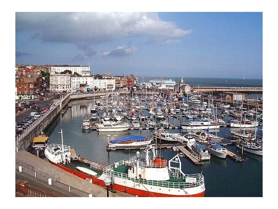 Trajet jusquà Ramsgate et accueil de notre correspondante locale et des familles en soirée. Dîner et nuit en famille