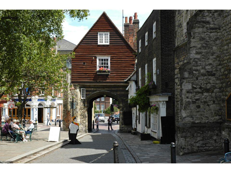 Laprès-midi: découverte de la ville de Rochester qui a servi de cadre à plusieurs romans de Charles Dickens