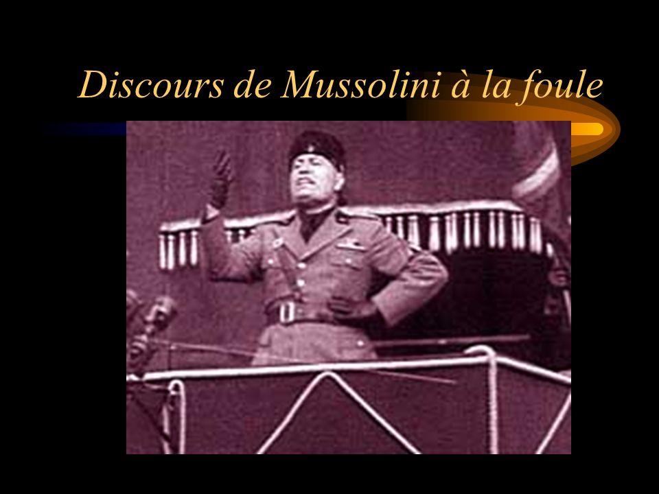 Discours de Mussolini à la foule