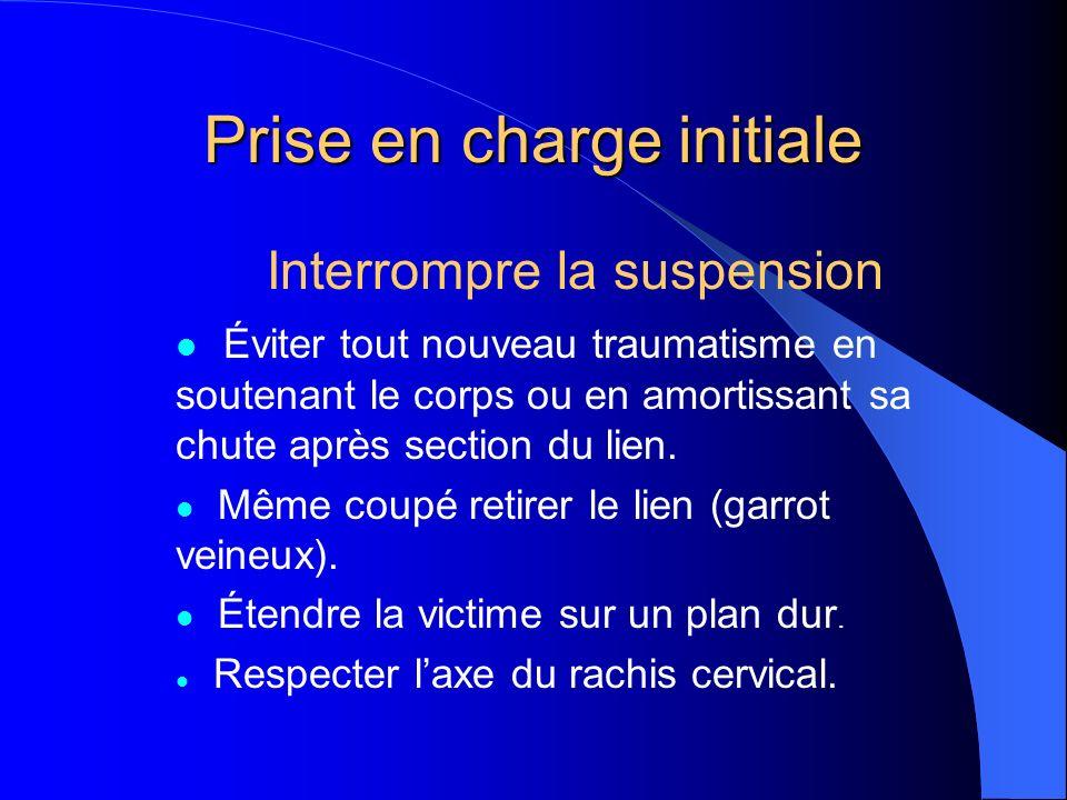 Prise en charge initiale Interrompre la suspension Éviter tout nouveau traumatisme en soutenant le corps ou en amortissant sa chute après section du lien.