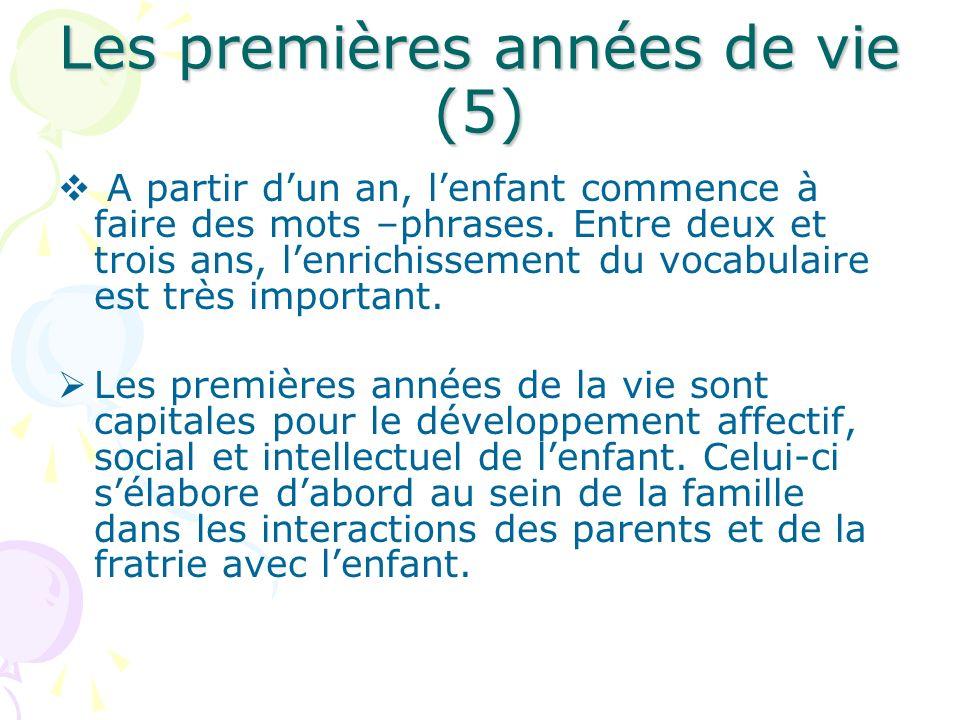 Les premières années de vie (5) A partir dun an, lenfant commence à faire des mots –phrases. Entre deux et trois ans, lenrichissement du vocabulaire e