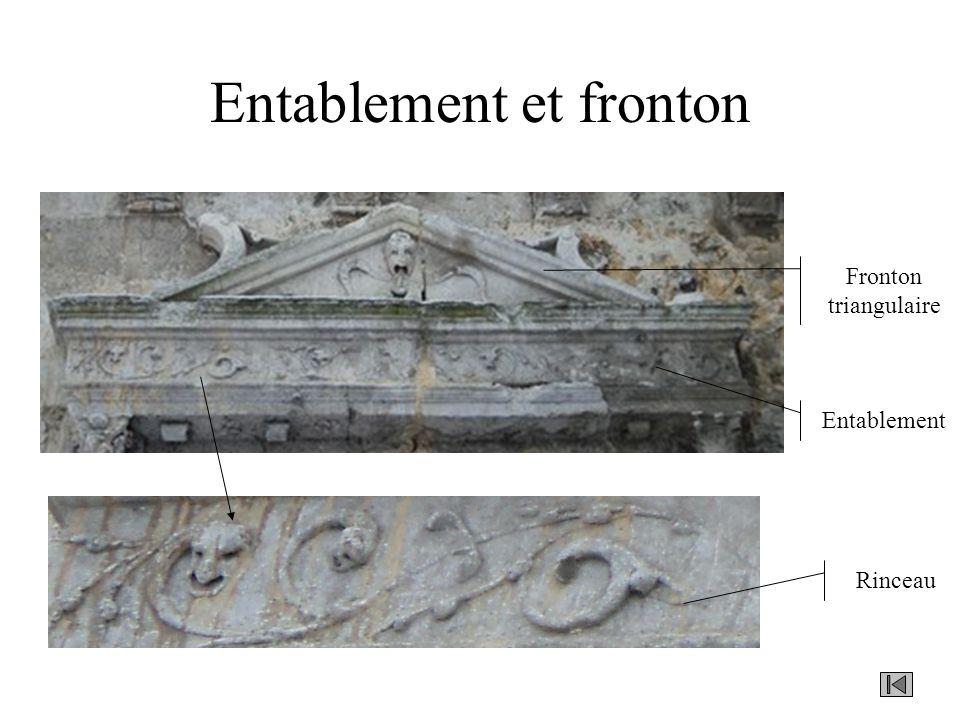 Entablement et fronton Rinceau Entablement Fronton triangulaire