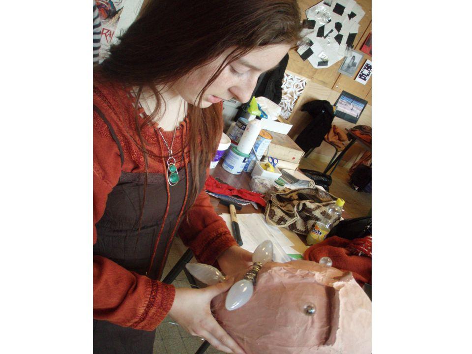 Les métiers des arts plastiques Les études dans les écoles supérieures dart préparent aux activités de création artistique.