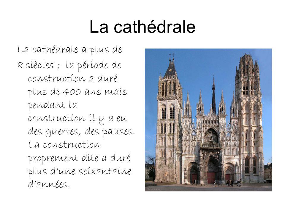 La cathédrale La cathédrale a plus de 8 siècles ; la période de construction a duré plus de 400 ans mais pendant la construction il y a eu des guerres