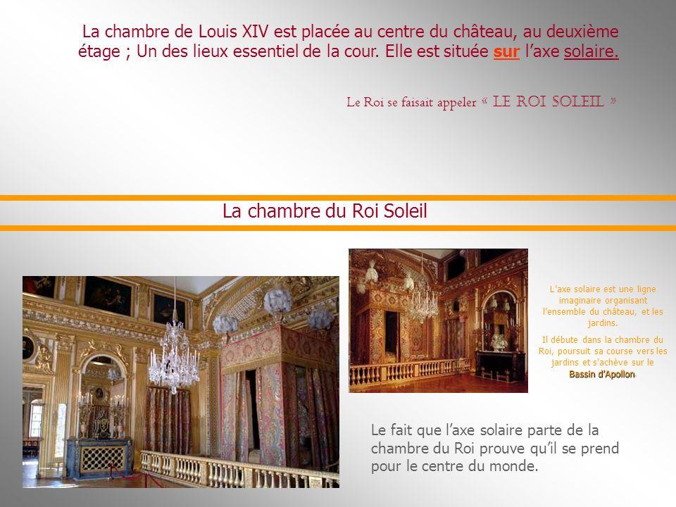 La construction de Versailles fut agencée par les architectes Le Vau, et Jules Hard oi n- Mansart, le jardinier Le Nôtre, et par le peintre Le Brun. L