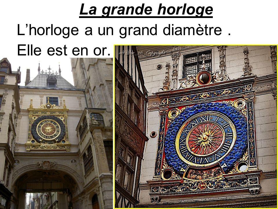 La grande horloge Lhorloge a un grand diamètre. Elle est en or.